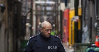DSLS_04_Paramedic Clive Derbyshire in the alleyways of the Downtown Eastside of Vancouver_Photo by Jassa Campbell(cropped)
