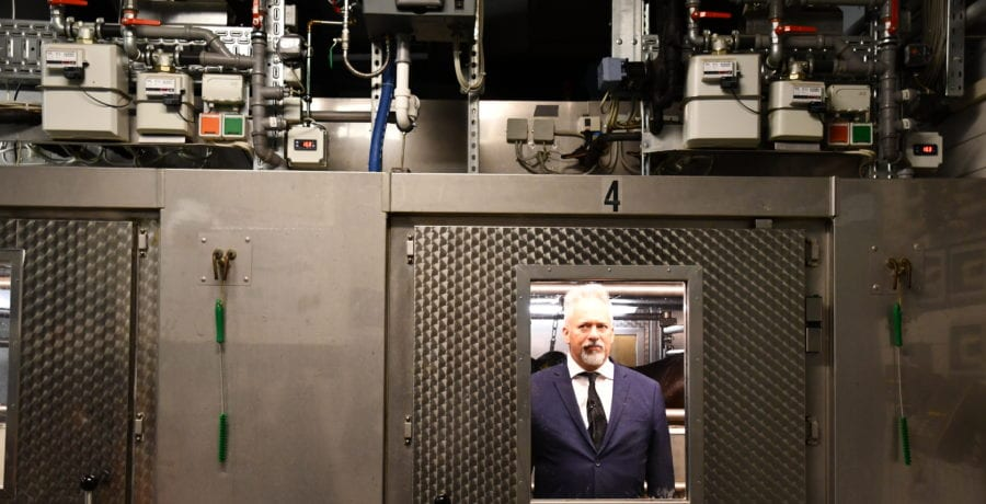 WF_Albert Nerenberg in a methane measuring chamber in Rostok Germany copy